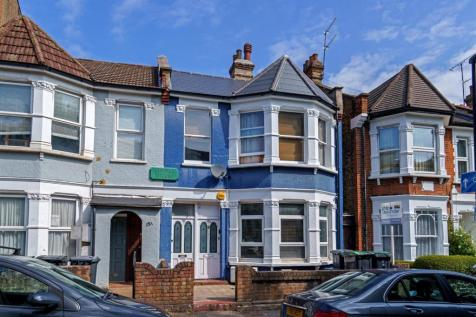 Hampden Road, Hornsey, N8. 2 bedroom flat