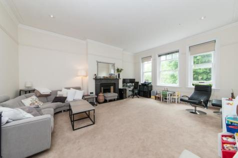 Fitzjohns Avenue, Hampstead, NW3. 3 bedroom flat