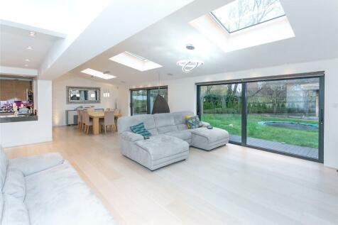 Harcourt Road, Bushey, Hertfordshire, WD23. 4 bedroom detached house for sale
