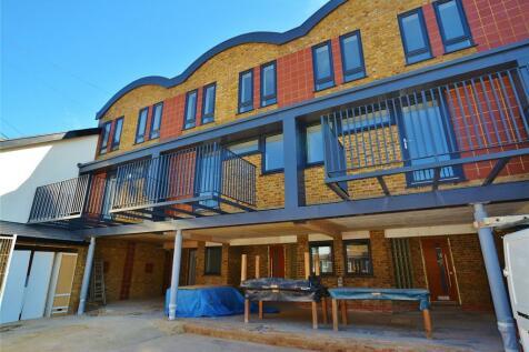 Vale Road, Bushey, Hertfordshire, WD23. 3 bedroom terraced house