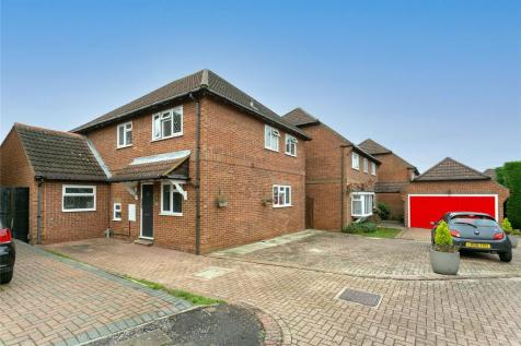 The Squirrels, Bushey, Hertfordshire, WD23. 4 bedroom detached house for sale