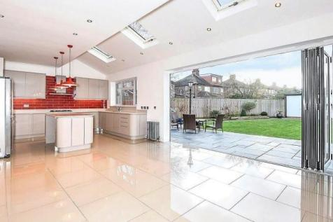 Cranley Drive, Ruislip, Middlesex, HA4. 5 bedroom detached house