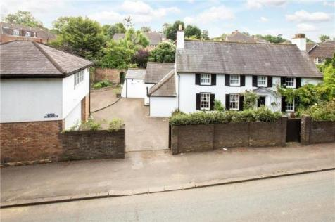 High Road, Eastcote, Pinner, Middlesex, HA5. 4 bedroom detached house