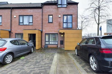 Poppy Road, Oldham, OL1. 3 bedroom town house for sale