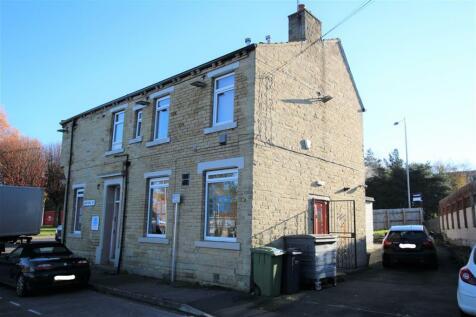 Wakefield Road, Bradford, BD4 7AT. 3 bedroom flat
