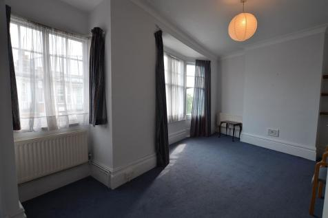 2 bedroom 2nd Floor Apartment in Woodford Green. 2 bedroom apartment