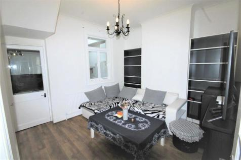 Cornwallis Avenue, Edmonton, London. 3 bedroom property