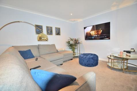 Vicars Moor Lane, London, N21. 1 bedroom ground floor flat