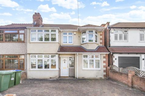 Sycamore Avenue Sidcup DA15. 5 bedroom end of terrace house