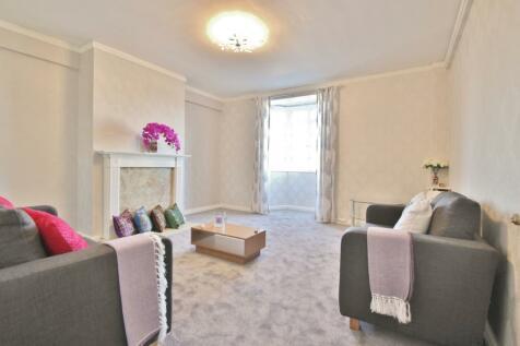Latymer Court, Hammersmith Road, Hammersmith, W6. 3 bedroom flat