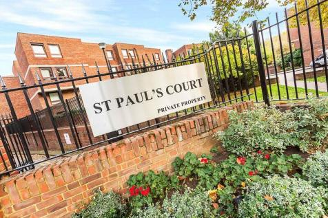 More Close, St Paul's Court, Hammersmith, W14. 2 bedroom maisonette