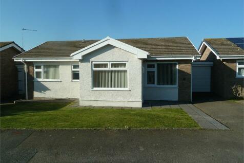 Ffordd Y Bedol, Aberporth, CARDIGAN, Ceredigion, Mid Wales - Semi-Detached Bungalow / 3 bedroom detached bungalow for sale / £199,950