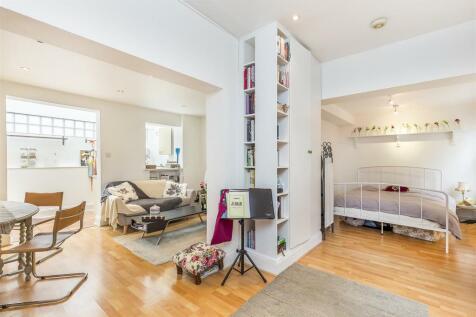 Shepherds Bush Road, Brook Green, London, W6. Studio flat