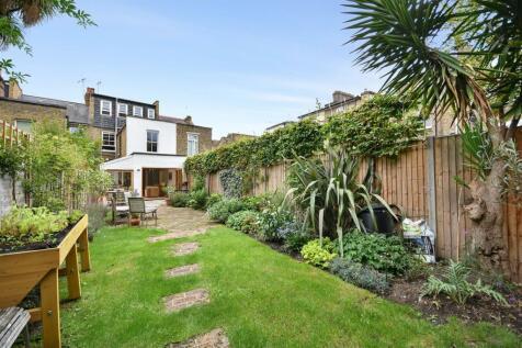 Clifton Avenue, Shepherds Bush, London W12. 4 bedroom house