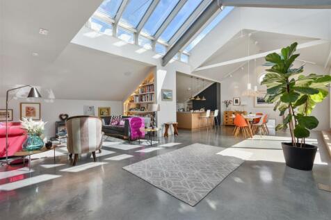 Rylett Studios, Wendell Park, London W12. 4 bedroom house