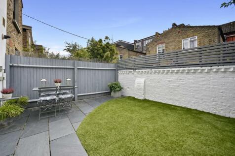 Keith Grove, Shepherds Bush, London W12. 4 bedroom terraced house