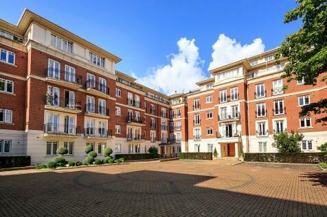 Clevedon Road, Twickenham, Middlesex, TW1. 3 bedroom penthouse