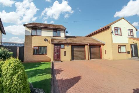 Pinewood Avenue, North Gosforth, Newcastle upon Tyne, Tyne and Wear, NE13 6QD. 3 bedroom property