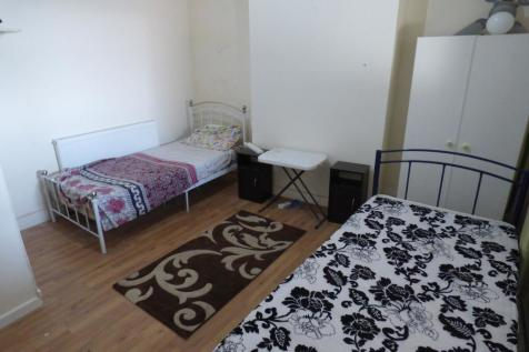 The Green, Southwick, Sunderland, Tyne and Wear, SR5 2HT. 1 bedroom house of multiple occupation