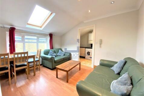 Tooting Bec Road, Tooting Bec, London, SW17 8BW. 2 bedroom flat