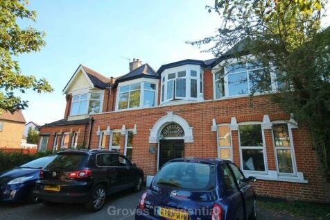 Kingston Road, New Malden. Studio flat