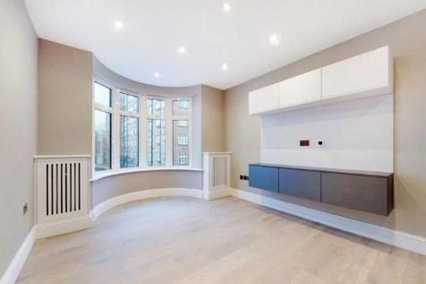 49a William Court , 6 Hall Road. Studio flat
