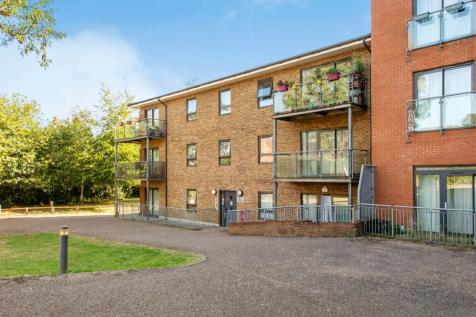Kingswood Court, Hither Green Lane, SE13. 2 bedroom apartment