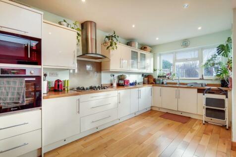 Bellingham Road, Catford, London, SE6. 4 bedroom house for sale