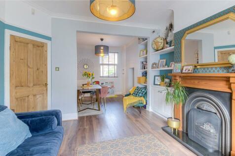 Thursby Road, Abington, Northampton, Northamptonshire, NN1. 3 bedroom terraced house