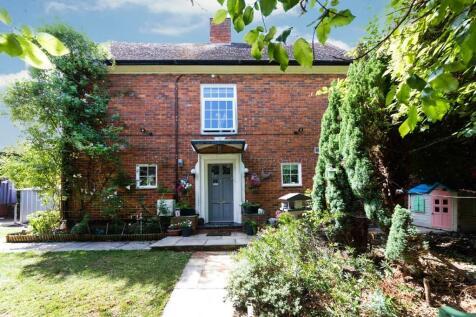 Hurstcourt Road, Sutton, Surrey, SM1. 5 bedroom semi-detached house