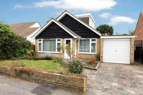 Chudleigh Gardens, Sutton, Surrey, SM1. 3 bedroom detached bungalow