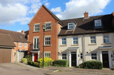 Stonebridge Grove, Monkston Park. 3 bedroom town house
