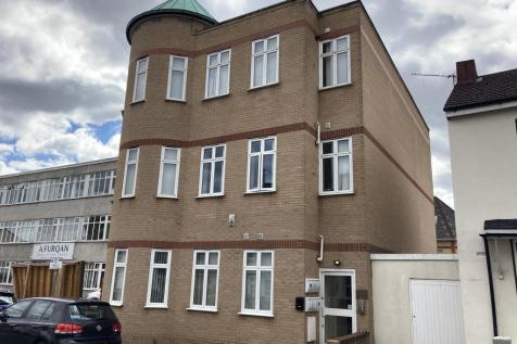Pinnacle House, 31 Cross Lances Road, Hounslow, Middlesex, TW3. Block of apartments