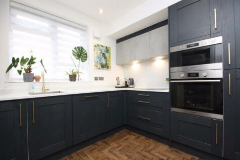 Flat 2/2, 51 Winton Drive, G12 0QB. 2 bedroom flat