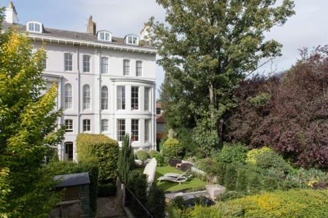 5 Driffield Terrace, York, North Yorkshire YO24 1EJ. 5 bedroom end of terrace house for sale