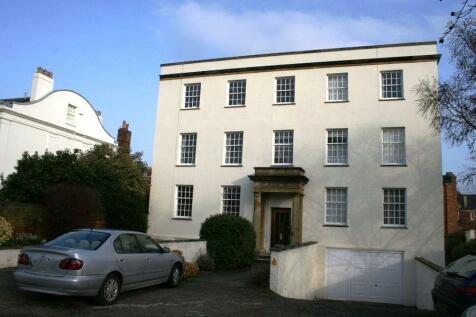 Marlow Court, Britannia Square, Worcester. 1 bedroom flat