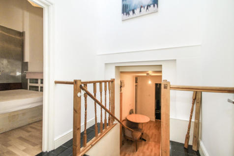 Caledonian Road, Islington, N1. 2 bedroom flat