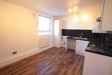 Stockwell Road, London, SW9. 3 bedroom flat