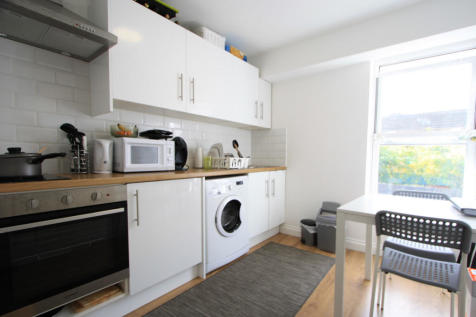 Walworth Road, London, SE17. 1 bedroom flat