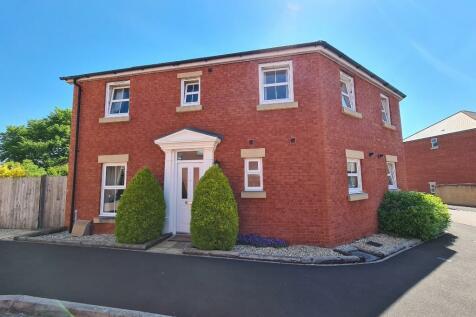 Kingswood Road, Crewkerne, Somerset, TA18. 3 bedroom semi-detached house
