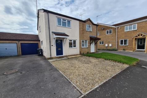 Ashlands Meadow, Crewkerne, Somerset, TA18. 2 bedroom semi-detached house
