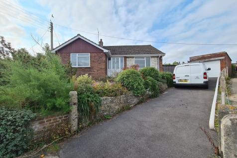 Thomson Drive, Crewkerne, Somerset, TA18. 3 bedroom detached bungalow