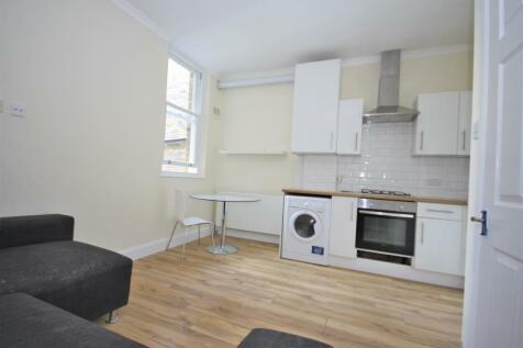 Peckham High Street, Peckham. 4 bedroom flat