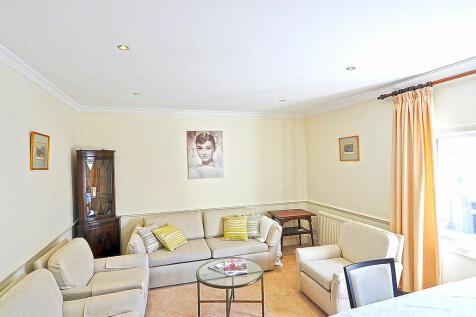 Abingdon Road, High Street Kensington, London W8. 2 bedroom apartment