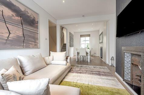 Abingdon Road, High Street Kensington, London W8. 3 bedroom maisonette