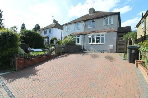 Boxmoor, Hemel Hempstead, Hertfordshire, HP1. 4 bedroom semi-detached house