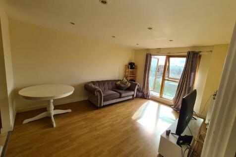 Atlanta Boulevard, Romford, London, RM1. 2 bedroom flat