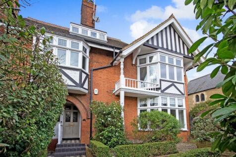Queens Road, Brentwood. 5 bedroom detached house