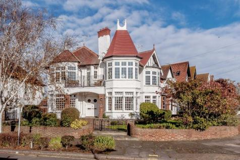 Crowstone Avenue, Westcliff-On-Sea. 5 bedroom detached house for sale