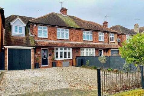 Chelmerton Avenue, Chelmsford. 4 bedroom semi-detached house